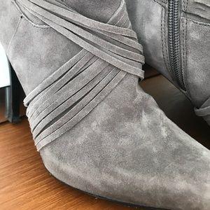 Authentic Donald J Pliner Grey Suede Boots